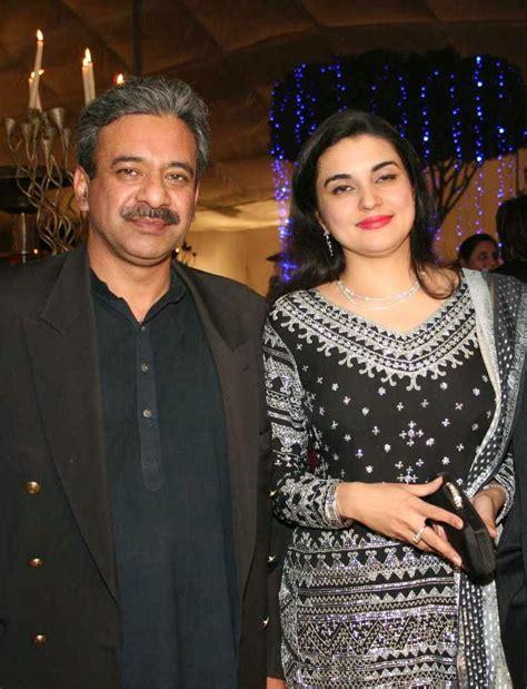 Ushna Shah Sexy Pics