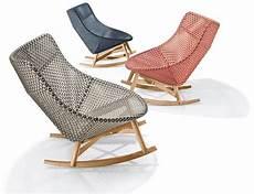 schaukelstuhl modernes design sebastian herkner s outdoor mbrace chair collection for