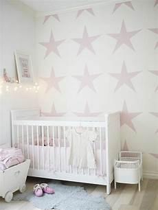 tapeten babyzimmer babyzimmer tapeten schaffen eine fr 246 hliche stimmumg im raum