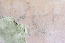 schimmel mit alkohol entfernen anleitung schimmel biozidfrei entfernen bremer kreidezeit naturfarben