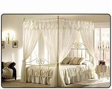 letto a baldacchino in ferro battuto letto con baldacchino idee di design per la casa