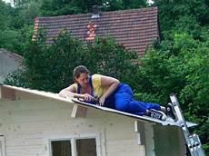 dachdecken mit dachpappe hausbau ak ds das gartenhaus bekommt seine dachpappe