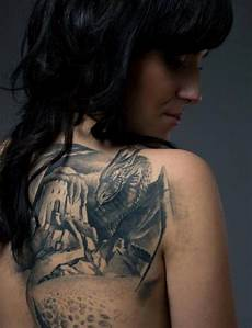 Tattoos Frauen Rücken - burg drachen r 252 cken frau ideen tattoos