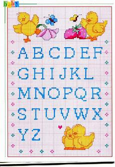 lettere punto croce per bavette alfabeto punto croce maiuscolo piccolo con pulcini e