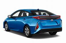 prime auto 2018 2017 toyota prius prime reviews and rating motor trend