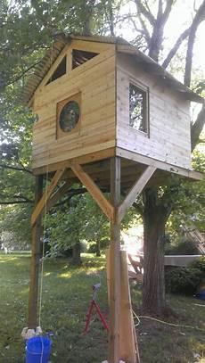 Cabane Il Se Fabrique Une Maison Dans Un Arbre Pour 300