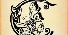 immagini tatuaggi lettere alfabeto free minds tatuaggio scritta lettera c stilizzata in