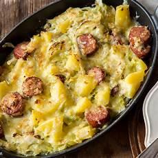 was passt zu kartoffelbrei deftiges spitzkohlgratin mit cabanossi und kartoffeln