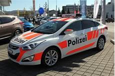 falsches polizeiauto in der schweiz soll einbrecher