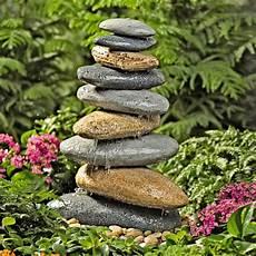 springbrunnen aus stein springbrunnen designs die sie f 252 r ihre gartengestaltung