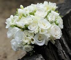 fiori per matrimonio fiori bianchi per un matrimonio classico idee e