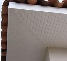 lambris pvc habillage passement de toit bois de
