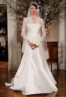 hochzeitskleid kate middleton wedding dress trends one year after the royal wedding