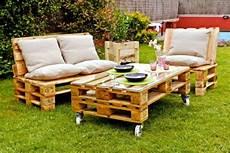 salon de jardin en palette en bois id 233 es originales de meubles en palettes archzine fr
