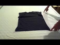 T Shirt Zusammenlegen T Shirt Falten