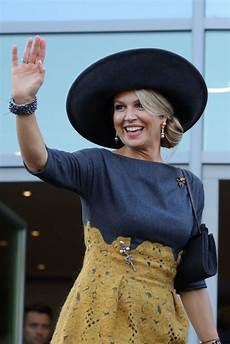 Maxima Of The Netherlands Waves To The Crowds On