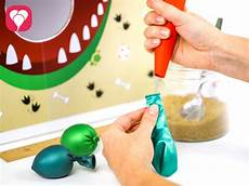 luftballon mit mehl füllen dino spiel f 252 r den kindergeburtstag balloonasblog