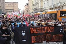 studenti bologna studenti e precari in piazza quot renzi iononcisto quot 1 di 1