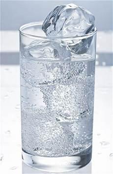 Inilah Alasan Mengapa Anda Tidak Boleh Minum Air Es