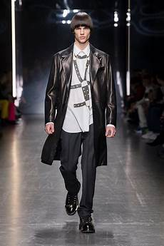 milan fashion week versace fall 2019 menswear collection tom lorenzo