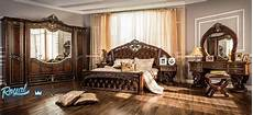 Desain Interior Kamar Tidur Klasik Ukir Kayu Jati Eropa