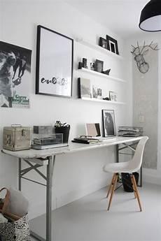 un bureau dans la chambre bonne ou mauvaise id 233 e