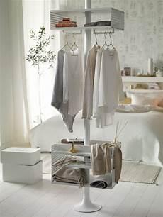 schlafzimmer kleiderständer schlafzimmer im skandinavischen stil wei 223 gold