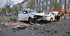 auto ummelden düsseldorf unfall in d 252 sseldorf autos zusammengesto 223 en sperrung