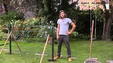 zaunpfosten einbetonieren ausrichten aufbau eines zaunes aus doppelstabmatten