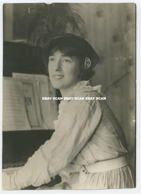 Erin Grey Sexy