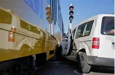 vw stuttgart wangen stuttgart wangen auto kollidiert mit stadtbahn wangen