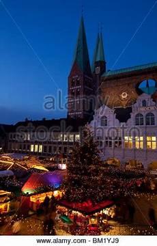 deutsches haus michelstadt weihnachtsmarkt auf dem marktplatz in der altstadt michelstadt im odenwald hessen