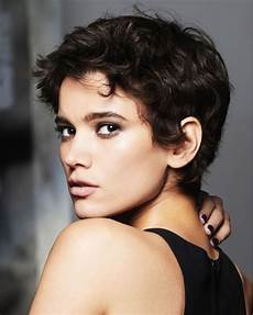 hey best 13 short haircuts for round faces