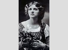 Vintage Photos of Beautiful Women and Girls (30 Photos)