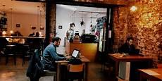 how we live köln innovative chatbot technologie im cafe wndrfuel