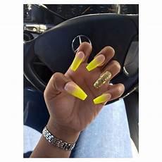 zlute akrylove nehty gelove nehty zlute