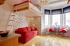 lit suspendu au plafond le lit suspendu designs cr 233 atifs et incroyables