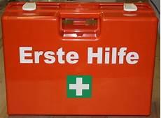 Erste Hilfe Kasten Auto - verbandkasten im auto wissen sie wo und wie alt er ist
