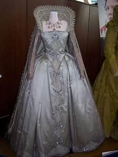 Voici Des Exemples De Robes Renaissance En Cours De