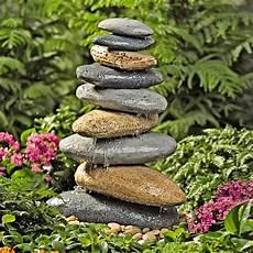 Steine Im Garten - stein gartenbrunnen 17 ideen f 252 r echten gartenhingucker