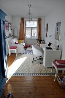 kleines zimmer einrichten student student room sweet simple and just beautiful