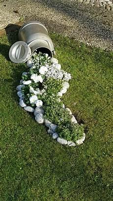 Deko Für Steingarten - vasos derramando flor garten deko garten ideen garten