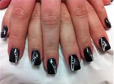 19 1 ongle gel noir decor trait blanc nail manu