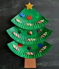 weihnachtsdeko mit kindern basteln pappteller tannenbaum