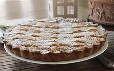 Crema Con Farina Di Cocco | un cestino di ciliege crostata con crema frangipane al cocco