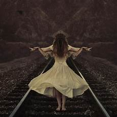 Surrealismus Bilder Ideen - capturing surreal elegance in motion by shaden my