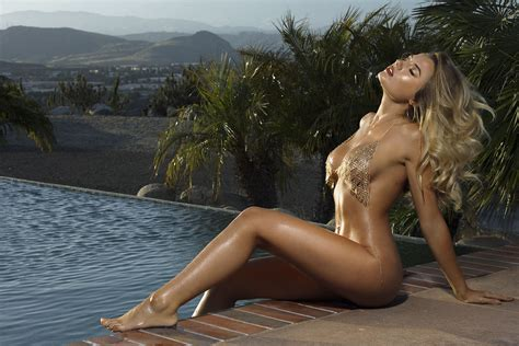 Jennifer Aniston Fake Boobs
