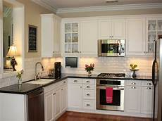 23 backsplash ideas white cabinets countertops