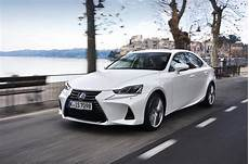 Berline Premier Essai De Lexus Is 300h 2017 Hybrid