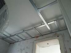 decke mit rigips abhängen decke abh 228 ngen anleitung zur design decke mit spots